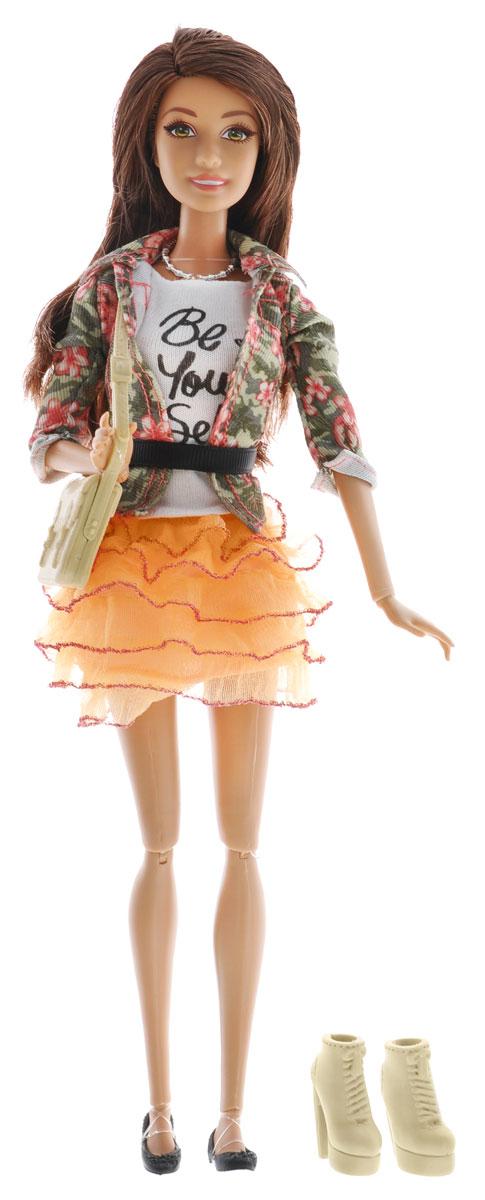 Barbie Кукла Fashionistas Делюкс цвет одежды оранжевый зеленыйBLR55_DHD86Великолепная кукла Barbie Fashionistas Делюкс порадует вашу малышку и доставит ей много удовольствия от часов, посвященных игре с ней. Барби готова сразить всех наповал своей ослепительной красотой! Кукла с длинными темными волосами одета в пышную оранжевую юбку, белую футболку и стильный зеленый пиджачок, на ножках - изящные черные балетки. Яркий образ Барби дополняют серебристое колье и бежевая дамская сумочка. В наборе дополнительно имеются ботильоны на высоких каблуках в тон сумочке. Порадуйте свою малышку таким великолепным подарком!