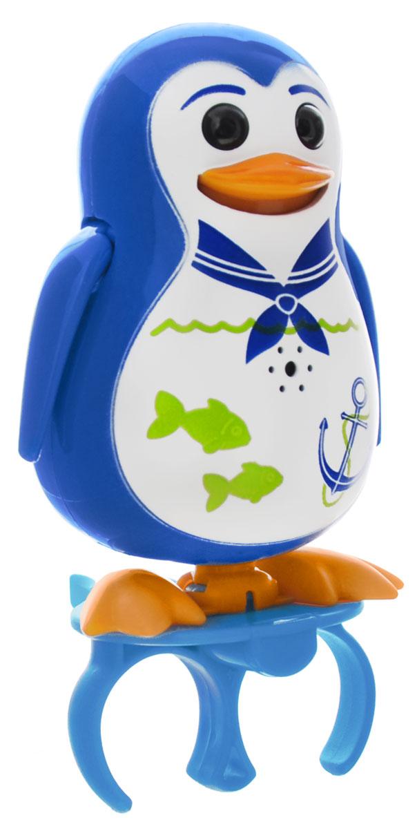 DigiPenguins Интерактивная игрушка Пингвин Shia88333_синийИнтерактивный пингвин DigiPenguins Shia - это забавная интерактивная игрушка, которая займет малыша на длительное время. Пингвин стоит на специальном свистке, который удобно держать на двух пальцах. Эта игрушка умеет выполнять разные действия: издавать крики пингвинов, петь песенки, при этом двигая клювом, поднимая и опуская крылышки и раскачиваясь. Если подуть на грудку пингвина, он начнет издавать характерные для пингвинов звуки. Если подуть в свисток, пингвин станет исполнять известную песенку. Игрушка воспроизводит свыше 55 музыкальных свистов. 2 режима работы игрушки: соло и хор. При переключении в режим хора можно последовательно подсоединять пингвинов к главному, в результате они будут вместе исполнять песенки вслед за главным пингвином и общаться друг с другом. Игрушка развивает музыкальный слух, любовь к музыке и животным. Для работы игрушки необходимы 3 батарейки напряжением 1,5V типа AG13/LR44 (товар комплектуется демонстрационными).