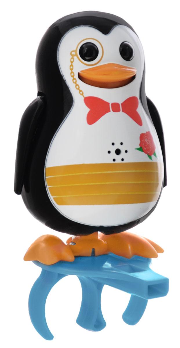 DigiPenguins Интерактивная игрушка Пингвин Paul88333_черныйИнтерактивный пингвин DigiPenguins Paul - это забавная интерактивная игрушка, которая займет малыша на длительное время. Пингвин стоит на специальном свистке, который удобно держать на двух пальцах. Эта игрушка умеет выполнять разные действия: издавать крики пингвинов, петь песенки, при этом двигая клювом, поднимая и опуская крылышки и раскачиваясь. Если подуть на грудку пингвина, он начнет издавать характерные для пингвинов звуки. Если подуть в свисток, пингвин станет исполнять известную песенку. Игрушка воспроизводит свыше 55 музыкальных свистов. 2 режима работы игрушки: соло и хор. При переключении в режим хора можно последовательно подсоединять пингвинов к главному, в результате они будут вместе исполнять песенки вслед за главным пингвином и общаться друг с другом. Игрушка развивает музыкальный слух, любовь к музыке и животным. Для работы игрушки необходимы 3 батарейки напряжением 1,5V типа AG13/LR44 (товар комплектуется демонстрационными).