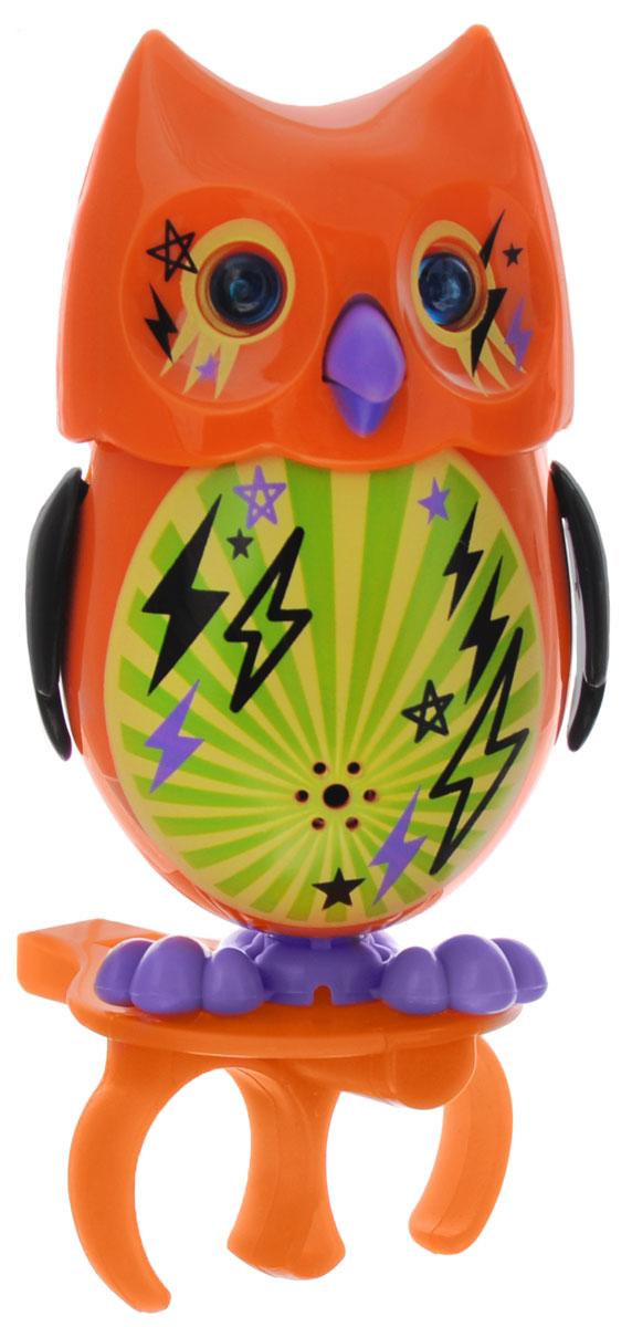 DigiOwls Интерактивная игрушка Сова Zane88285_оранжевыйИнтерактивная сова DigiOwls Zane - это забавная интерактивная игрушка, которая займет малыша на длительное время. Сова стоит на специальном свистке, который удобно держать на двух пальцах. Эта игрушка умеет выполнять разные действия: издавать крики совы, петь песенки, при этом двигая клювом, поднимая и опуская крылышки и вращая головой. Глаза совы светятся и мерцают в такт песенке. Если подуть на грудку совы, она начнет издавать характерные для сов звуки. Если подуть в свисток, сова станет исполнять известную песенку. Игрушка воспроизводит свыше 55 песен и уханий. 2 режима работы игрушки: соло и хор. При переключении в режим хора можно последовательно подсоединять сов к главной, в результате они будут вместе исполнять песенки вслед за главной совой и общаться друг с другом. Игрушка развивает музыкальный слух, любовь к музыке и животным. Для работы игрушки необходимы 3 батарейки напряжением 1,5V типа AG13/LR44 (товар комплектуется...