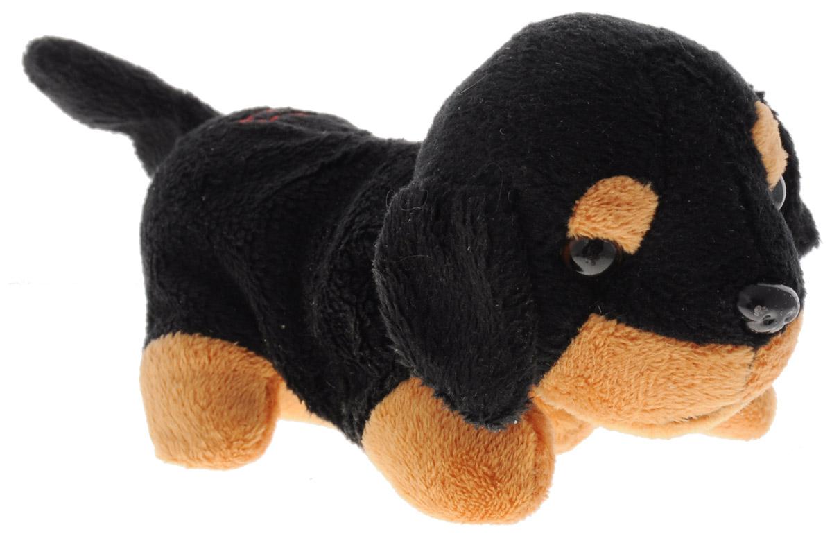 Fluffy Family Мягкая игрушка Щенок Гав цвет черный коричневый 8 см68756_черный, коричневыйАнимированная мягкая игрушка Fluffy Family Щенок Гав приведет в восторг вашего малыша. Приятная на ощупь игрушка выполнена в виде очаровательного щеночка. Глазки и носик игрушки пластиковые. При нажатии на кнопку на спинке щенок начинает двигать головой и вилять хвостиком, при этом тявкая и поскуливая. Игрушка принесет ребенку много радости и станет верным другом на долгое время. Для работы игрушки необходимы 2 батарейки типа ААА (не входят в комплект).