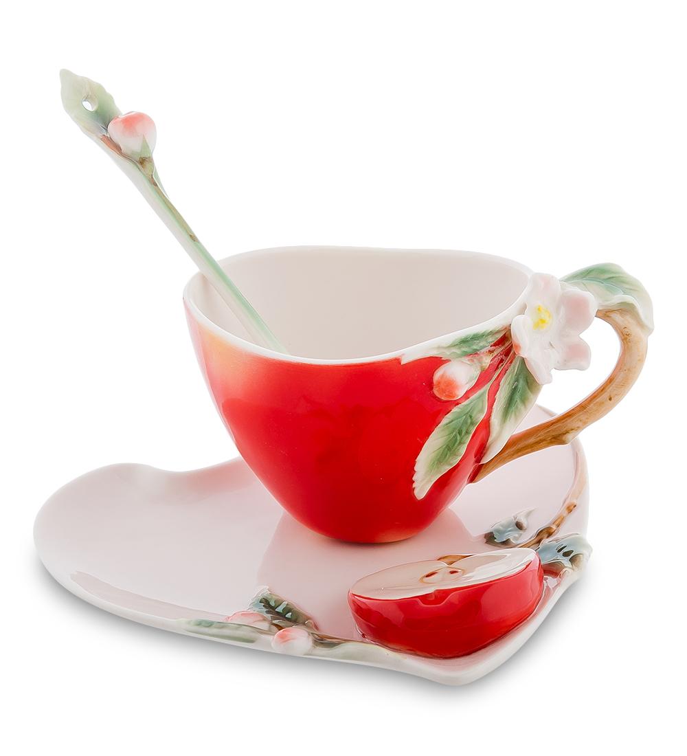 Набор чайный Pavone Яблоко, 3 предмета106733Чайный набор Pavone Яблоко изготовлен из высококачественного фарфора. Набор состоит из чашки, блюдца и чайной ложки. Изделия имеют необычный дизайн, который придется по вкусу ценителям классики и тем кто предпочитает современный стиль. Изящный набор эффектно украсит стол к чаепитию и порадует вас функциональностью и ярким дизайном. Объем кружки: 120 мл. Высота кружки: 8 см. Ширина блюдца: 14 см. Длина блюдца: 15 см.