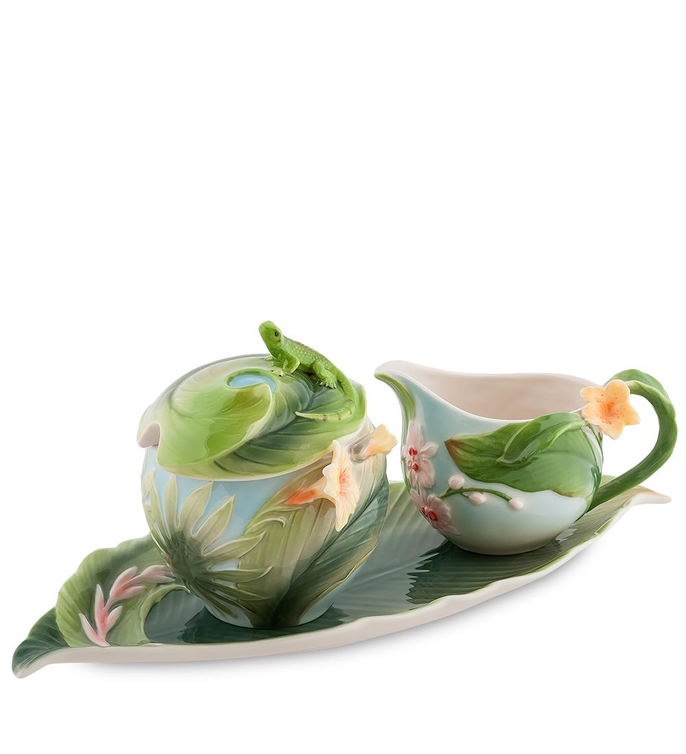 Набор Pavone Тропики, 3 предмета103803Набор Pavone Тропики состоит из сахарницы, молочника и подноса, изготовленных из фарфора. Предметы набора оформлены изящными объемными цветами. Набор Pavone Тропики украсит ваш кухонный стол, а также станет замечательным подарком друзьям и близким. Изделие упаковано в подарочную коробку с атласной подложкой. Объем сахарницы: 250 мл. Объем молочника: 150 мл. Размеры подноса: 31 х 16 см.