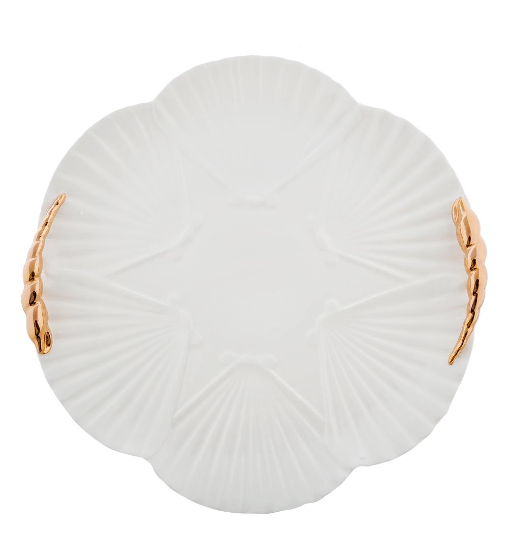Блюдо Pavone Морская ракушка, диаметр 35 см10884Блюдо Pavone Морская ракушка выполнено из фарфора и имеет рельефную поверхность. Блюдо Pavone Морская ракушка украсит ваш кухонный стол, а также станет замечательным подарком друзьям и близким.