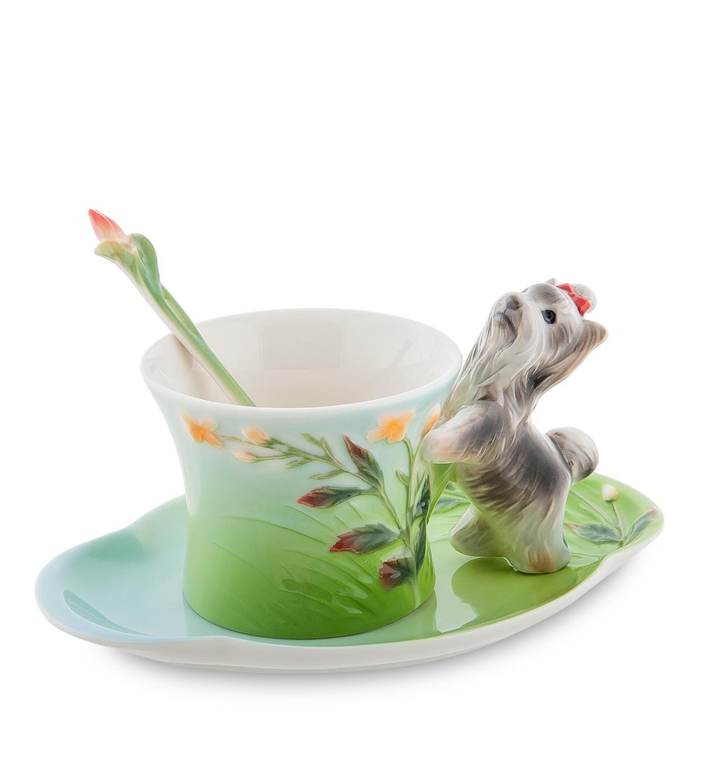 Чайная пара Pavone Йорк, 3 предмета105925Чайная пара Pavone Йорк состоит из чашки, блюдца и ложечки, изготовленных из фарфора. Чайная пара Pavone Йорк украсит ваш кухонный стол, а также станет замечательным подарком друзьям и близким. Изделие упаковано в подарочную коробку с атласной подложкой. Объем чашки: 150 мл. Высота чашки: 8 см. Размер блюдца: 18 х 13 см.