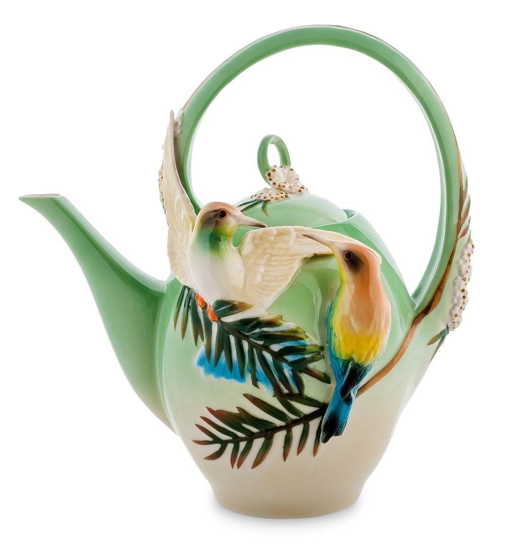 Чайник заварочный Pavone Радужная щурка, 1,5 л106740Чайник заварочный Pavone Радужная щурка изготовлен из высококачественной фарфора. Изделие украшено объемными изображениями птиц. Такой чайник прекрасно дополнит сервировку стола к чаепитию и станет его неизменным атрибутом. Диаметр (по верхнему краю): 7,5 см. Высота чайника (с учетом ручки): 25 см.