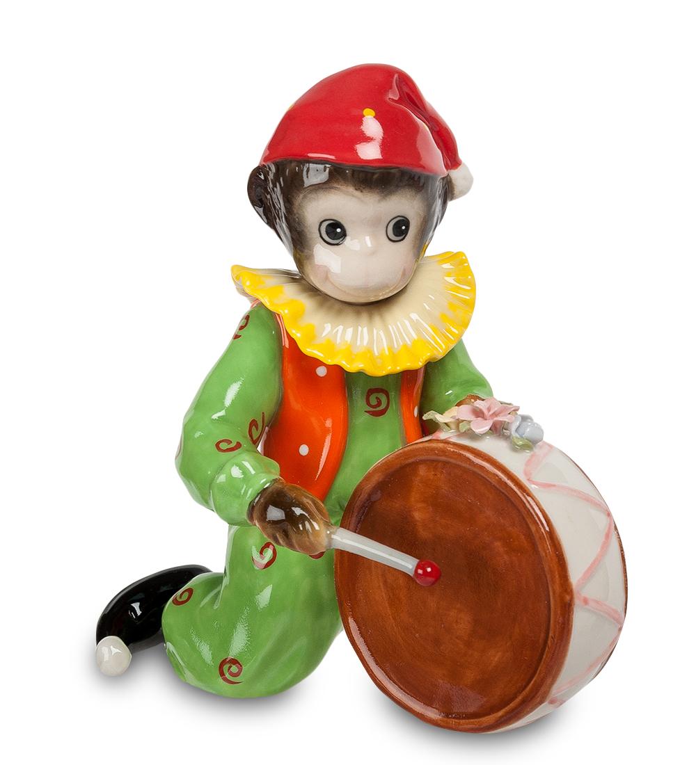 Фигурка декоративная Pavone Обезьяна-клоун. 107353107353Декоративная фигурка Pavone Обезьяна-клоун станет оригинальным подарком для всех любителей стильных вещей. Сувенир выполнен из высококачественного фарфора в виде обезьянки в клоунском наряде и с барабаном. Изысканный сувенир станет прекрасным дополнением к интерьеру. Вы можете поставить фигурку в любом месте, где она будет удачно смотреться и радовать глаз. Высота фигурки: 14 см.