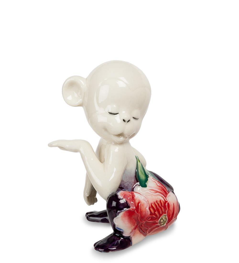 Фигурка декоративная Pavone Обезьяна, цвет: белый, вишневый. 107426107426Декоративная фигурка Pavone Обезьяна станет оригинальным подарком для всех любителей стильных вещей. Сувенир выполнен из высококачественного фарфора в виде обезьянки, украшенной оригинальным узором. Изысканный сувенир станет прекрасным дополнением к интерьеру. Вы можете поставить фигурку в любом месте, где она будет удачно смотреться и радовать глаз. Высота фигурки: 8 см.
