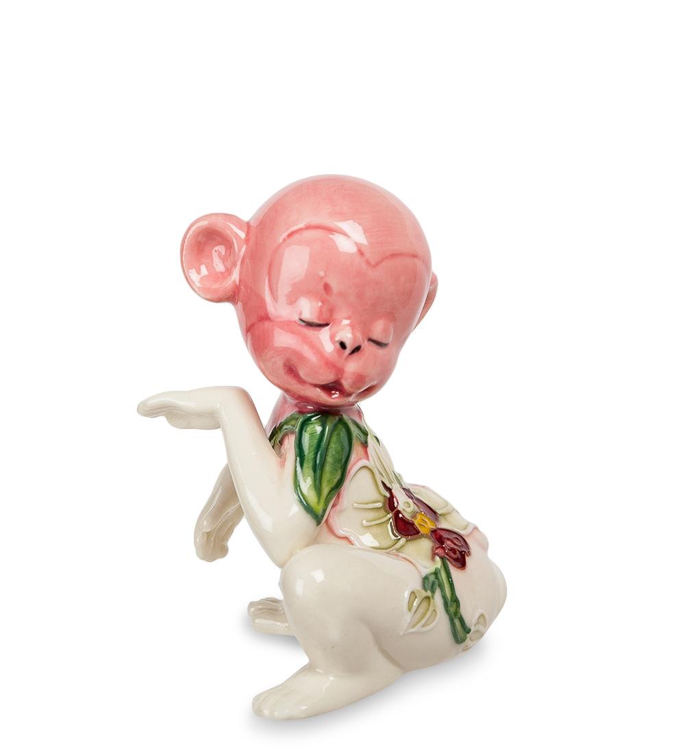 Фигурка декоративная Pavone Обезьяна, цвет: розовый, белый. 107431107431Декоративная фигурка Pavone Обезьяна станет оригинальным подарком для всех любителей стильных вещей. Сувенир выполнен из высококачественного фарфора в виде обезьянки, украшенной оригинальным узором. Изысканный сувенир станет прекрасным дополнением к интерьеру. Вы можете поставить фигурку в любом месте, где она будет удачно смотреться и радовать глаз. Высота фигурки: 8 см.