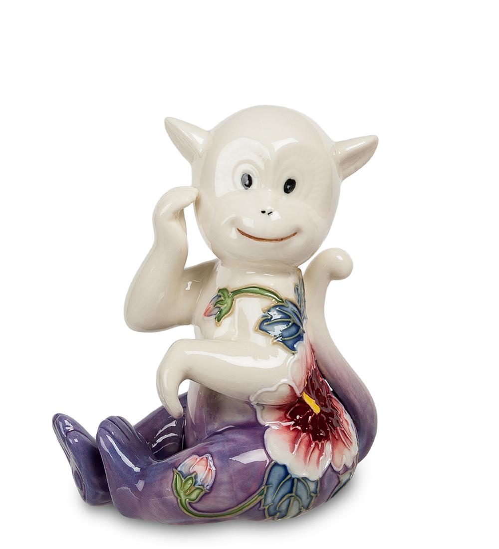 Фигурка декоративная Pavone Обезьяна, цвет: белый, фиолетово-розовый107438Декоративная фигурка Pavone Обезьяна станет оригинальным подарком для всех любителей стильных вещей. Сувенир выполнен из высококачественного фарфора в виде обезьянки, украшенной оригинальным узором. Изысканный сувенир станет прекрасным дополнением к интерьеру. Вы можете поставить фигурку в любом месте, где она будет удачно смотреться и радовать глаз.