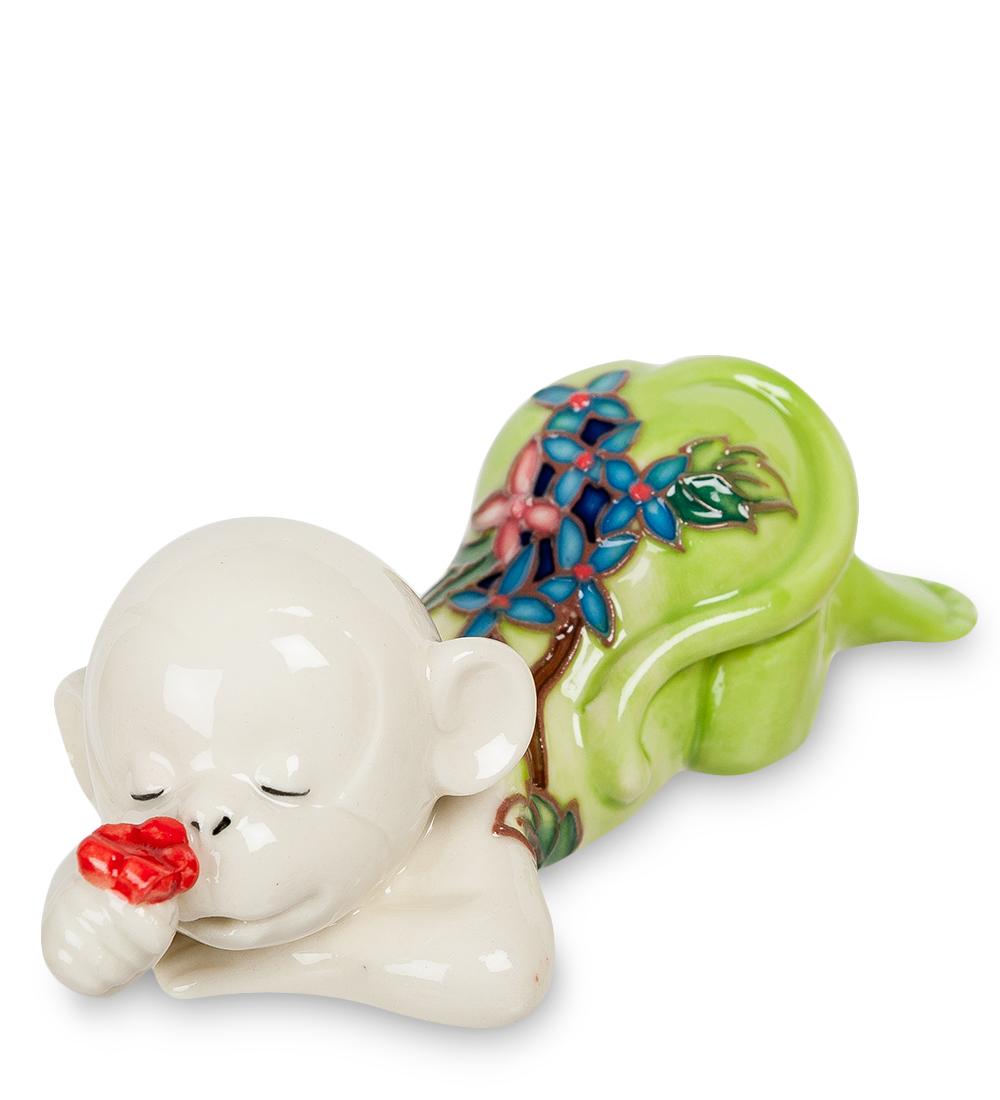 Фигурка декоративная Pavone Обезьяна, цвет: белый, салатовый. 107441107441Декоративная фигурка Pavone Обезьяна станет оригинальным подарком для всех любителей стильных вещей. Сувенир выполнен из высококачественного фарфора в виде обезьянки, украшенной оригинальным узором. Изысканный сувенир станет прекрасным дополнением к интерьеру. Вы можете поставить фигурку в любом месте, где она будет удачно смотреться и радовать глаз.