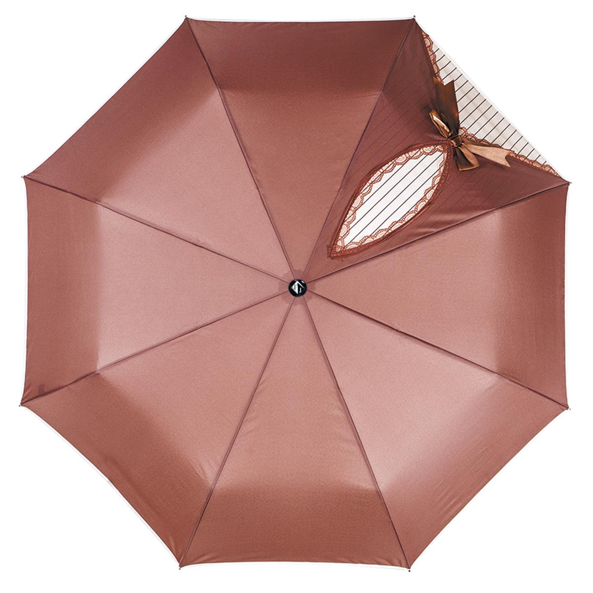 Зонт женский Flioraj Кокетка, автомат, 3 сложения, цвет: коричневый. 20001 FJ20001 FJОчаровательный автоматический зонт Flioraj Кокетка в 3 сложения отлично подойдет для ненастной погоды. Ветростойкий каркас зонта, изготовленный из анодированной стали, состоит из восьми спиц и прочного стержня. Купол зонта с тефлоновой пропиткой выполнен из полиэстера и оформлен узором в полоску, кружевной оторочкой и милым бантиком. Модель оснащена рукояткой из пластика. Зонт имеет полный автоматический механизм сложения: купол открывается и закрывается нажатием кнопки на рукоятке, стержень складывается вручную до характерного щелчка. Благодаря этому открыть и закрыть зонт можно одной рукой, что чрезвычайно удобно при входе в транспорт или помещение. Небольшой шнурок, расположенный на рукоятке, позволяет надеть изделие на руку при необходимости. Модель закрывается при помощи хлястика на кнопке. Такой зонт не только надежно защитит вас от дождя, но и станет стильным аксессуаром, который идеально подчеркнет ваш неповторимый образ.