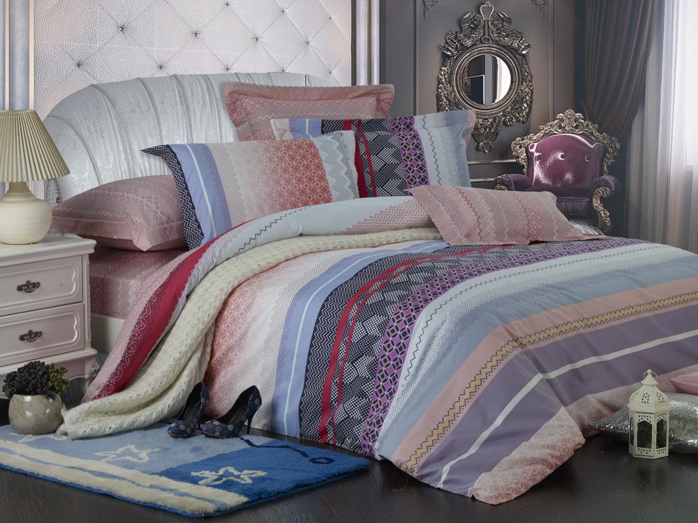 Комплект белья Диана La Vanille, 1,5-спальный, наволочки 70х70, цвет: серый, розовый, голубой. С-645-143-150-70С-645-143-150-70Комплект постельного белья Диана La Vanille состоит из пододеяльника, простыни и двух наволочек. Белье бесшовное, оформлено оригинальным рисунком и имеет изысканный внешний вид. Изготовлено из бязи люкс (100% хлопка). Бязь - это ткань из экологически чистого и натурального 100% хлопка. Неоспоримым плюсом белья из такой ткани является мягкость и легкость, она прекрасно пропускает воздух, приятна на ощупь, не образует катышков на поверхности и за ней легко ухаживать. При соблюдении рекомендаций по уходу это белье выдерживает много стирок, не линяет и не теряет свою первоначальную прочность. Уникальная ткань обеспечивает легкую глажку. Приобретая комплект постельного белья Диана La Vanille, вы можете быть уверенны в том, что покупка доставит вам и вашим близким удовольствие и подарит максимальный комфорт.