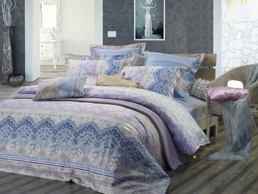 Комплект белья Диана La Vanille, 1,5-спальный, наволочки 70х70, цвет: белый, синий, голубой. С-648-143-150-70С-648-143-150-70Комплект постельного белья Диана La Vanille состоит из пододеяльника, простыни и двух наволочек. Белье бесшовное и имеет изысканный внешний вид. Изготовлено из бязи люкс (100% хлопка). Бязь - это ткань из экологически чистого и натурального 100% хлопка. Неоспоримым плюсом белья из такой ткани является мягкость и легкость, она прекрасно пропускает воздух, приятна на ощупь, не образует катышков на поверхности и за ней легко ухаживать. При соблюдении рекомендаций по уходу это белье выдерживает много стирок, не линяет и не теряет свою первоначальную прочность. Уникальная ткань обеспечивает легкую глажку. Приобретая комплект постельного белья Диана La Vanille, вы можете быть уверенны в том, что покупка доставит вам и вашим близким удовольствие и подарит максимальный комфорт.