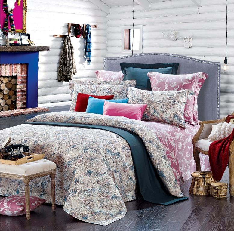 Комплект белья Диана La Vanille, 1,5-спальный, наволочки 70х70, цвет: молочный, розовый, голубой. С-656-143-150-70С-656-143-150-70Комплект постельного белья Диана La Vanille состоит из пододеяльника, простыни и двух наволочек. Белье бесшовное, оформлено оригинальным узором и имеет изысканный внешний вид. Изготовлено из бязи люкс (100% хлопка). Бязь - это ткань из экологически чистого и натурального 100% хлопка. Неоспоримым плюсом белья из такой ткани является мягкость и легкость, она прекрасно пропускает воздух, приятна на ощупь, не образует катышков на поверхности и за ней легко ухаживать. При соблюдении рекомендаций по уходу это белье выдерживает много стирок, не линяет и не теряет свою первоначальную прочность. Уникальная ткань обеспечивает легкую глажку. Приобретая комплект постельного белья Диана La Vanille, вы можете быть уверенны в том, что покупка доставит вам и вашим близким удовольствие и подарит максимальный комфорт.