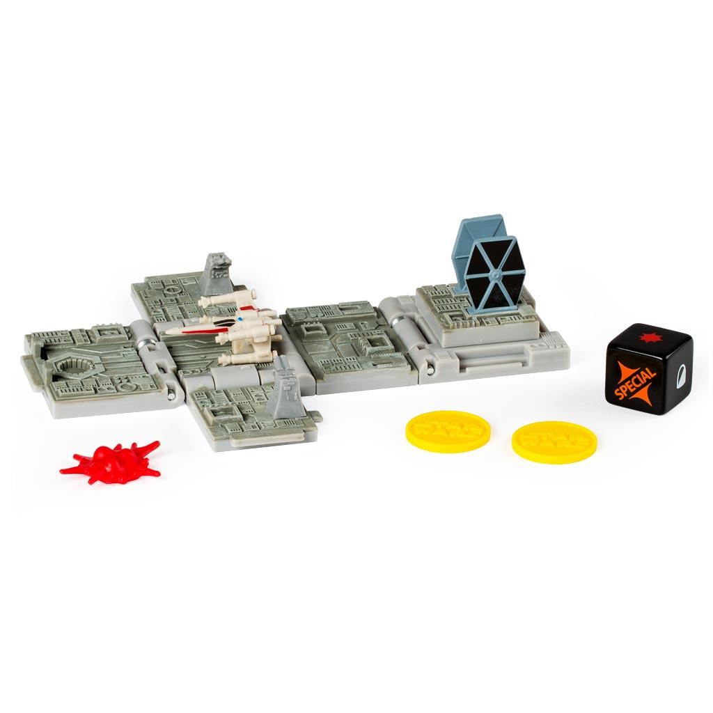 Spin Master Боевой кубик Звездные войны Battle Of Yavin52102_20071524Боевой кубик Spin Master Звездные войны: Battle Of Yavin - это новый уникальный продукт, который придётся по душе любому фанату саги Звёздные войны. Игрушка представляет собой боевой кубик-трансформер. В сложенном состоянии это компактный кубик высотой 4 сантиметра, но стоит его раскрыть и у вас на столе окажется поле для стратегической игры в антураже любимой вселенной. Внутри раскладывающегося кубика - сцены из мира Звездных войн. Такой кубик станет великолепным подарком для любого поклонника настольных игр! В набор входит 1 кубик, который позволит воспроизвести битву при Явине, игральный кубик, 3 фишки-маркера и карта для игры.