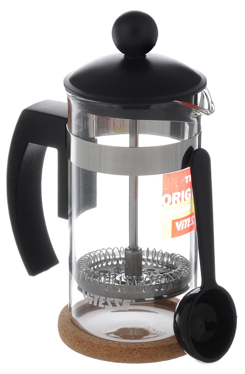 Кофеварка френч-пресс Vitesse, с мерной ложкой, 350 мл. VS-1659VS-1659_черныйКофеварка Vitesse с фильтром френч-пресс поможет вам в приготовлении ароматного кофе. Колба френч-пресса Vitesse выполнена из термостойкого стекла, что позволяет наблюдать процесс настаивания и заваривания напитка, а также обеспечивает гигиеничность посуды. Внешний корпус, выполненный из нержавеющей стали, долговечен, прочен и устойчив к деформации и образованию царапин. Френч-пресс имеет удобную ручку, носик, а также мерную ложку, выполненную из пластика. Кофеварки предназначены для приготовления кофе методом настаивания и отжима. Вы также можете использовать френч-пресс для заваривания чая и различных трав. Уникальный дизайн полностью соответствует последним модным тенденциям в создании предметов бытовой техники. Можно использовать в посудомоечной машине. Высота кофеварки (без учета крышки): 13,5 см. Размер кофеварки (с учетом крышки и ручки): 19 см х 16,5 см х 6,5 см. Диаметр основания: 6,5 см. Диаметр по...