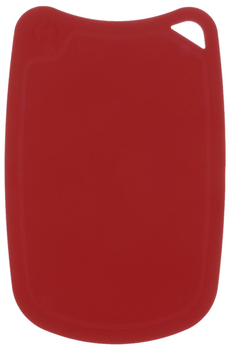 Доска разделочная TimA, цвет: бордовый, 28 см х 19 смДРГ-2819_бордовыйГибкая разделочная доска TimA, изготовленная из высококачественного полиуретана, займет достойное место среди аксессуаров на вашей кухне. Благодаря гибкости, с доски удобно высыпать нарезанные продукты. Она не тупит металлические и керамические ножи. Не впитывает влагу и легко моется. Обладает исключительной прочностью и износостойкостью. Доска TimA прекрасно подойдет для нарезки любых продуктов.