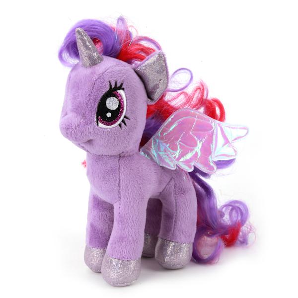 Мульти-Пульти Мягкая игрушка Пони искорка My little ponyV27478/18Мягкая игрушка пони Искорка из мультфильма My Little Pony станет хорошим подарком для вашего ребенка. Тельце игрушки изготовлено из текстиля и синтепона. Лошадка говорит фразы и поет песенки. Играя с героем мультфильма, малыш развивает мышление, воображение и слуховое восприятие. Порадуйте своего ребенка такой замечательной игрушкой.