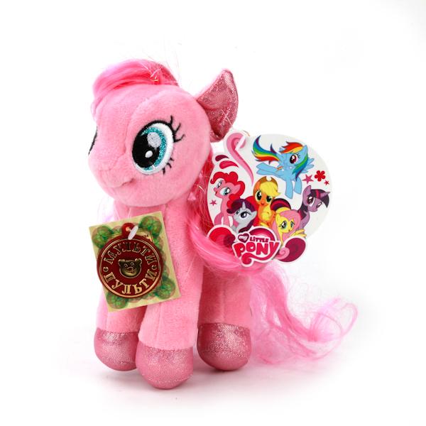 Мульти-Пульти Мягкая игрушка Пони пинки пай My little ponyV27479/18Мягкая игрушка Пони Пинки Пай из всеми любимого мультфильма Моя маленькая пони станет замечательным подарком для вашего малыша. Тельце пони изготовлено из текстиля и синтепона. Пинки Пай говорит фразы и поет песенки. Играя с красавицей пони малыш развивает мышление, воображение, слуховое восприятие. Порадуйте своего ребенка такой отличной игрушкой.