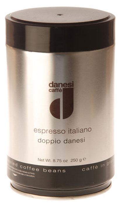 Danesi Doppio кофе в зернах, 250 гCDNSP0-P00046Смесь из 100% арабики для настоящих знатоков. Результат тщательного купажа зерен Кении, Эфиопии, Бразилии и Центральной Америки. Соответствует всем стандартам итальянского эспрессо: умеренно темная обжарка, мягкий вкус с шоколадно-кремовым оттенком, отсутствие кислинки, великолепное послевкусие, как после бокала хорошего бордо. Страна: Кения, Эфиопия, Бразилия. Кофе Danesi – это элитный итальянский эспрессо, появившийся более ста лет назад. История кофе Danesi началась в Риме в 1905 году, когда итальянец Альфредо Данези открыл свой первый магазин и уютную кофейню «Nencini e Danesi». Альфредо сам составлял эксклюзивные кофейные смеси и варил эспрессо для своих гостей. За годы своего существования этот кофе завоевал огромную популярность не только в Италии, но и далеко за ее пределами, более чем в 60 странах мира. Философия компании очень проста – Ежедневно прилагать массу усилий для достижения и сохранения высокого уровня удовлетворённости клиентов. А воплощается...