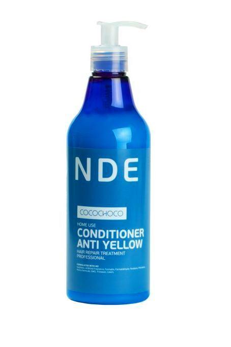 CocoChoco BLOND Кондиционер для осветленных волос 500 мл148Кондиционер Blonde Conditioner Anti Yellow был разработан специально для ежедневного ухода за блондированными волосами. Очень часто после обесцвечивания волосы становятся жесткими, грубыми, теряют блеск и силу, и поэтому нуждаются в особом тщательном уходе. Кондиционер CocoChoco помогает вернуть волосам жизненную силу и продлить эффект от процедуры кератинового восстановления. Он глубоко проникает в структуру волоса, тем самым обеспечивая интенсивное увлажнение, восстановление и заполнение пористых повреждённых участков. После применения кондиционера волосы приобретают здоровый блеск, плотность, шелковистость, легко расчёсываются. Кроме того, можно забыть про неприятный жёлтый оттенок. Кондиционер помогает его нейтрализовать. Кондиционер не содержит красителей, нейтрализация происходит за счет светоотражающих компонентов, поэтому он подходит для ежедневного использования. Не содержит сульфатов, искусственных отдушек, формалина, формальдегида, парабенов, фталатов, нефтехимических...