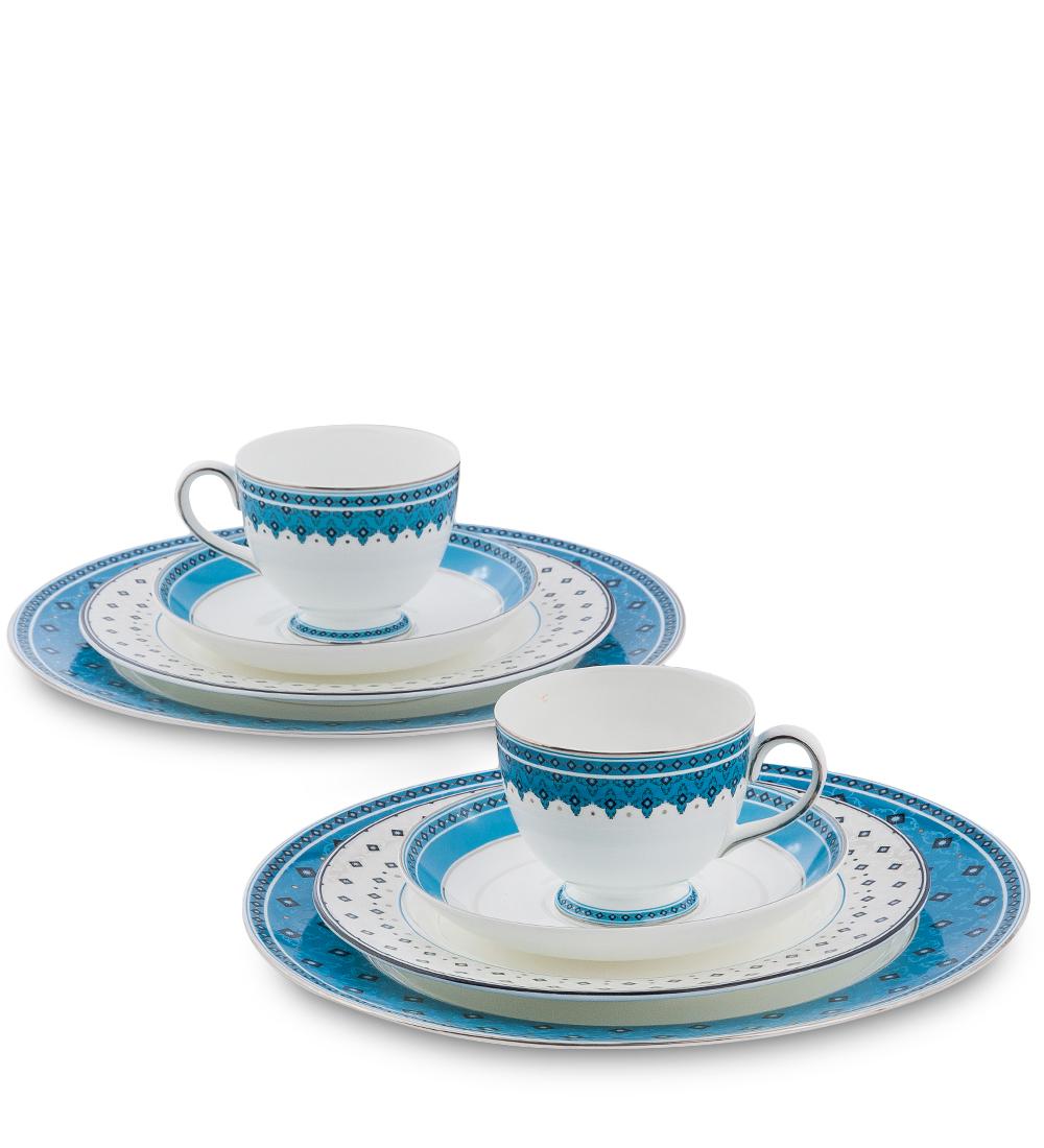 Набор столовой посуды Pavone Византия, цвет: белый, голубой, 8 предметов451566Набор Pavone Византия состоит из 2 обеденных тарелок, 2 десертных тарелок, 2 чашек и 2 блюдец. Изделия выполнены из фарфора и оформлены оригинальным орнаментом. Посуда отличается прочностью, гигиеничностью и долгим сроком службы, она устойчива к появлению царапин и резким перепадам температур. Такой набор прекрасно подойдет как для повседневного использования, так и для праздников или особенных случаев. Набор столовой посуды Pavone Византия - это не только яркий и полезный подарок для родных и близких, это также великолепное дизайнерское решение для вашей кухни или столовой. Диаметр обеденной тарелки: 21 см х 21 см. Высота обеденной тарелки: 1 см. Диаметр десертной тарелки: 27 см х 27 см. Высота десертной тарелки: 1 см. Диаметр чашки по верхнему краю: 8,5 см. Высота чашки: 7 см. Диаметр блюдца: 15,5 см.