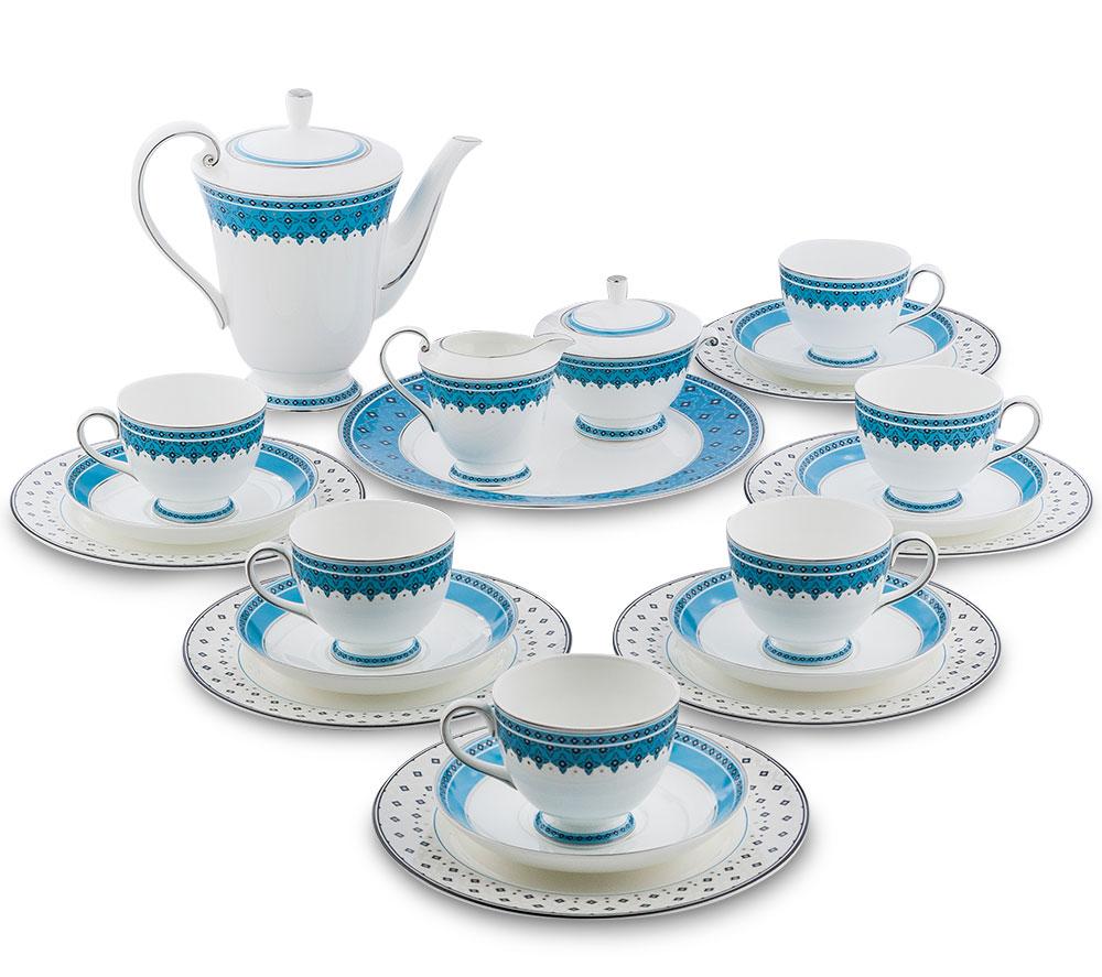 Сервиз чайный Pavone Византия, цвет: белый, голубой, 22 предмета451570Чайный сервиз Pavone Византия состоит из 6 обеденных тарелок, 1 десертной тарелки, 6 чашек, 6 блюдец, заварочного чайника, молочника и сахарницы. Изделия выполнены из фарфора и оформлены оригинальным орнаментом. Изящный дизайн придется по вкусу и ценителям классики, и тем, кто предпочитает утонченность и изысканность. Он настроит на позитивный лад и подарит хорошее настроение с самого утра. Сервиз чайный - идеальный и необходимый подарок для вашего дома и для ваших друзей в праздники, юбилеи и торжества! Он также станет отличным корпоративным подарком и украшением любой кухни. Диаметр обеденной тарелки: 21 см х 21 см. Высота обеденной тарелки: 1 см. Диаметр десертной тарелки: 27 см х 27 см. Высота десертной тарелки: 1 см. Диаметр чашки по верхнему краю: 8,5 см. Высота чашки: 7 см. Диаметр блюдца: 15,5 см. Высота сахарницы (без учета крышки): 7 см. Диаметр сахарницы по верхнему краю: 10,5 см. Диаметр...