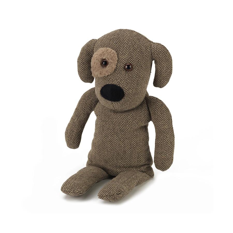 Warmies Игрушка-грелка Собачка ГенриCOZ-DOG-1Положите игрушку на 1-2 минуты в микроволновую печь, и она будет греть вас на протяжении 3-4 часов. м Игрушки полностью безопасны - состоят из натурального наполнителя: зерен проса и сушеной лаванды. Просо удерживает тепло долгое время, а лаванда обладает успокаивающим, расслабляющим эффектом, помогает заснуть. Лечебные свойства лаванды помогают при простудных заболеваниях. Не стирать - специальный шелковый мех легко очищается влажной тряпкой.