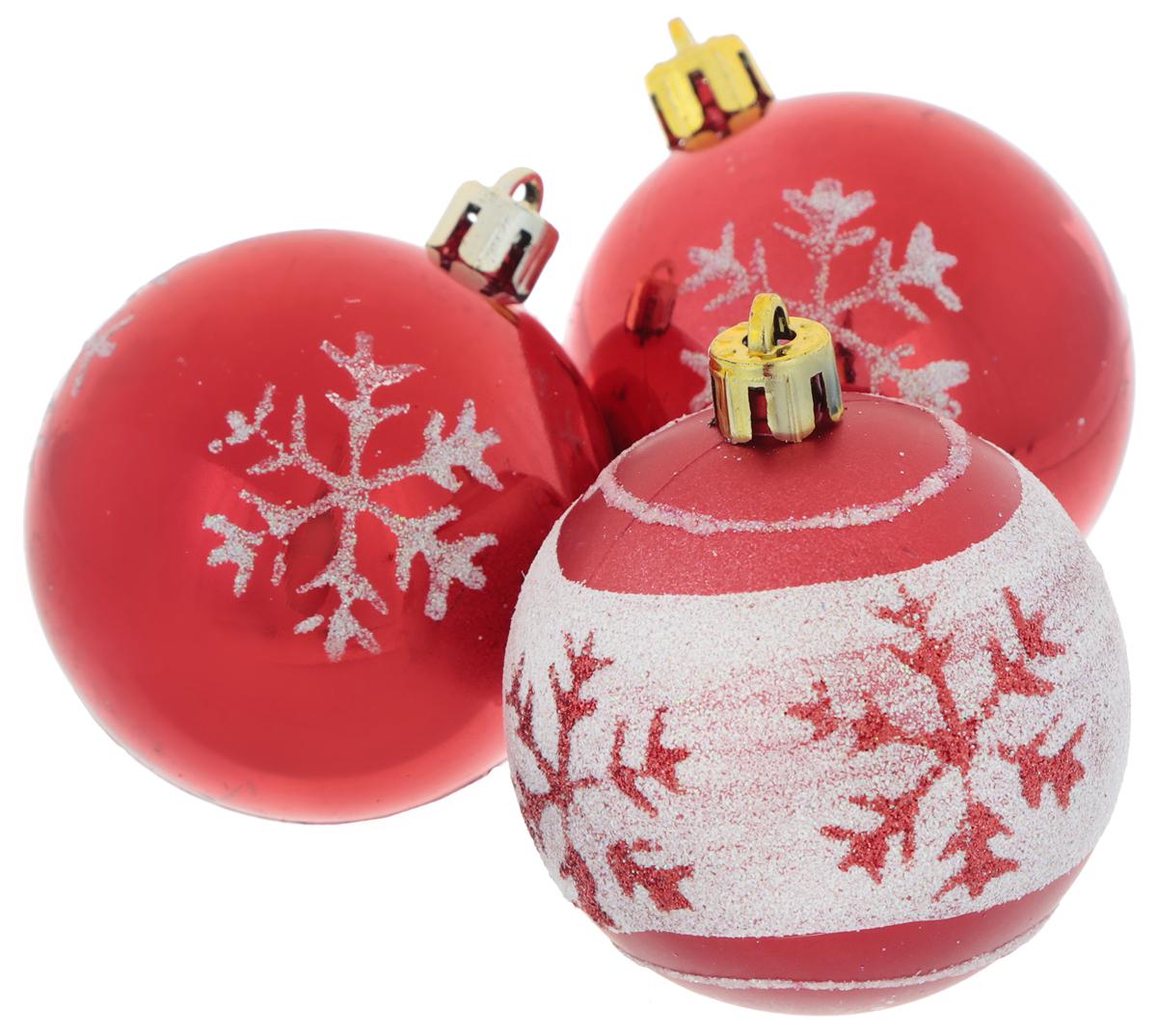 Набор новогодних подвесных украшений EuroHouse Снежинки, цвет: белый, красный, диаметр 6 см, 3 штЕХ9268_1 красный/2 красный, белыйНабор новогодних подвесных украшений EuroHouse прекрасно подойдет для праздничного декора новогодней ели. Набор состоит из 2 пластиковых украшений в виде глянцевых шаров и 1 матового с белой полоской. Для удобного размещения на елке для каждого изделия предусмотрена текстильная петелька. Елочная игрушка - символ Нового года. Она несет в себе волшебство и красоту праздника. Создайте в своем доме атмосферу веселья и радости, украшая новогоднюю елку нарядными игрушками, которые будут из года в год накапливать теплоту воспоминаний.