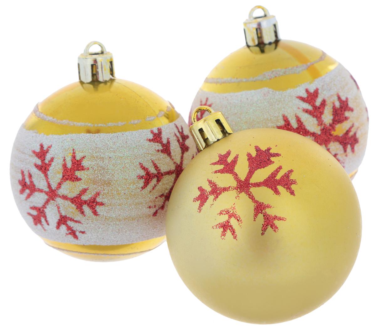Набор новогодних подвесных украшений EuroHouse Снежинки, цвет: белый, золотистый, красный, диаметр 6 см, 3 штЕХ9268_2 белый, золотистый/1 золотистыйНабор новогодних подвесных украшений EuroHouse прекрасно подойдет для праздничного декора новогодней ели. Набор состоит из 2 пластиковых украшений в виде глянцевых шаров с белой полоской и 1 матового. Для удобного размещения на елке для каждого изделия предусмотрена текстильная петелька. Елочная игрушка - символ Нового года. Она несет в себе волшебство и красоту праздника. Создайте в своем доме атмосферу веселья и радости, украшая новогоднюю елку нарядными игрушками, которые будут из года в год накапливать теплоту воспоминаний.