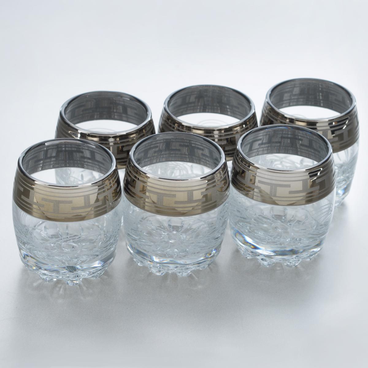 Набор стопок Гусь-Хрустальный Греческий узор, 60 мл, 6 штGE01-2244Набор Гусь-Хрустальный Греческий узор состоит из 6 стопок, изготовленных из высококачественного натрий-кальций-силикатного стекла. Изделия оформлены красивым зеркальным покрытием, широкой окантовкой с греческим узором и белым матовым орнаментом. Такой набор прекрасно дополнит праздничный стол и станет желанным подарком в любом доме. Разрешается мыть в посудомоечной машине. Диаметр стопки (по верхнему краю): 4,5 см. Высота стопки: 6 см.