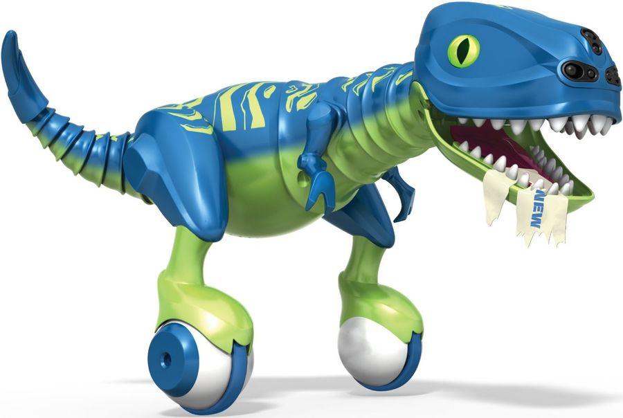 Zoomer Интерактивная игрушка Dino Zoomer Эволюция14404-2Потрясающая интерактивная игрушка от компании Spin Master - динозавр Dino Zoomer: Эволюция. Это обновлённая модель популярной игрушки, которая покорила миллионы детей по всему миру. Дино Зумер обладает собственным характером, который можно различить по цвету глаз (например, если он не в настроении или зол - они светятся красным). В программу динозавра встроена функция обучения командам. Данная модель имеет ряд существенных отличий от своего предшественника. Во-первых, обновленный дизайн: теперь Dino Zoomer окрашен в стильные сине-зелёные цвета. Был переработан внешний вид и расположение кнопок на пульте управления. Улучшено поведение ящера в режиме автономной игры: ваш питомец самостоятельно передвигается по комнате и изучает окружающий его мир. Добавлены новые звуки. Благодаря новым роликам на задних лапах Дино Зумер может преодолевать различные препятствия во время движения. Игрушка оснащена новым режимом для игры: Режим патрулирования. В этом режиме роботу...