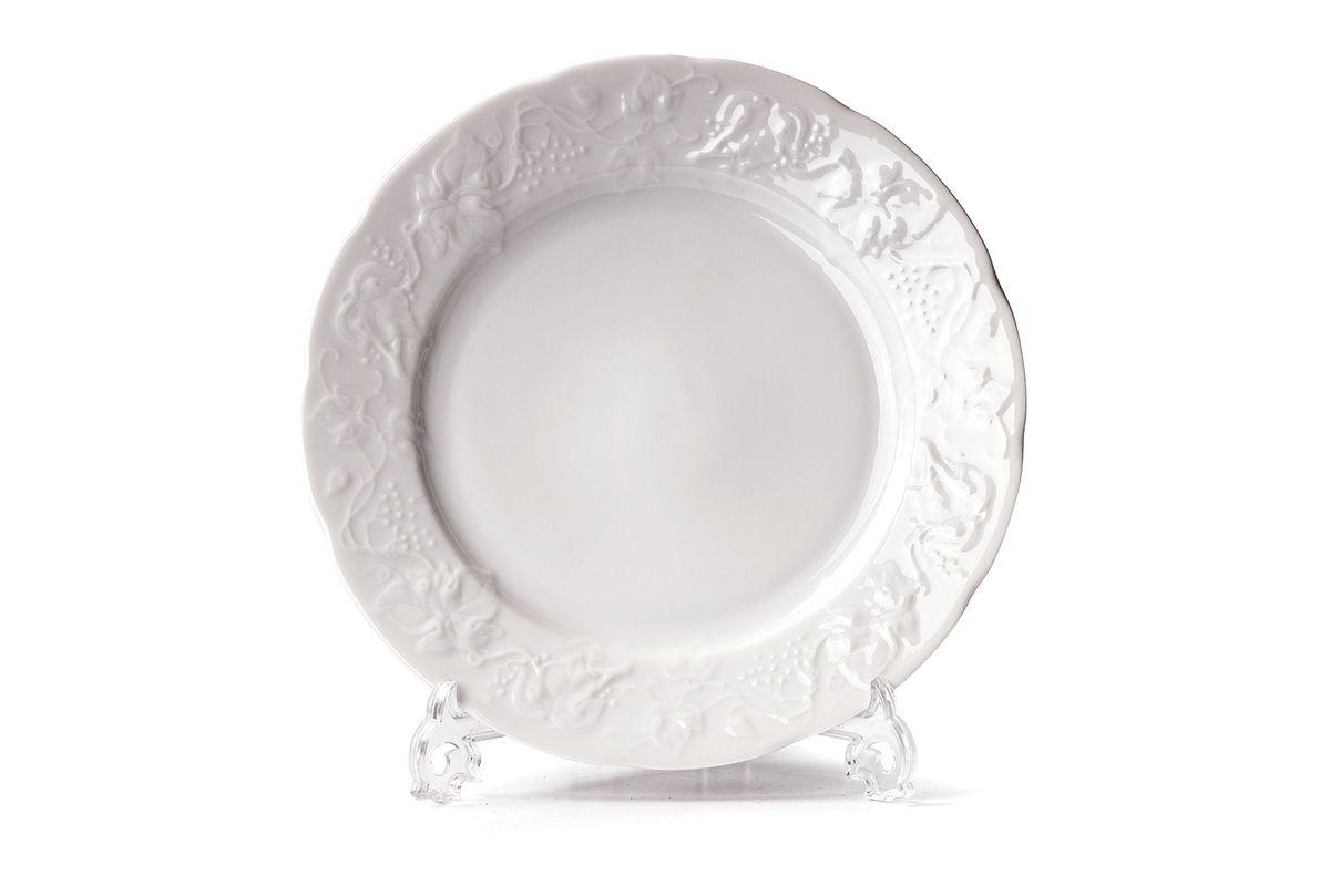 Тарелка десертная La Rose des Sables Vendange, диаметр 16 см690116Тарелка La Rose des Sables Vendange, изготовленная из высококачественного фарфора, имеет классическую круглую форму. Она прекрасно впишется в интерьер вашей кухни и станет достойным дополнением к кухонному инвентарю. Тарелка La Rose des Sables Vendange подчеркнет прекрасный вкус хозяйки и станет отличным подарком. Диаметр тарелки (по верхнему краю): 16 см.