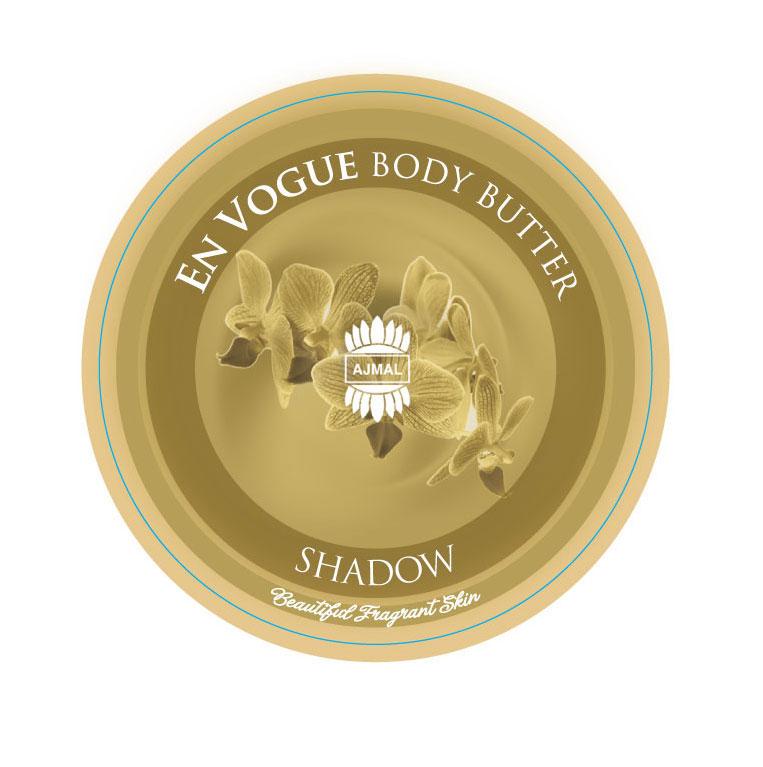 Ajmal En Vogue Shadow body butter масло для тела, 200 мл7509Масло для тела En Vogue Shadow с теплым древесным ароматом и великолепными увлажняющими свойствами буквально тает на коже, смягчает и в то же время питает ее. Роскошная сливочная текстура с цветочно-фруктовыми вкраплениями превращает уход за телом в настоящее удовольствие. Великолепная насыщенная и соблазнительная текстура En Vogue AURUM тает на коже, быстро впитывается, благодаря органическому экстракту малины, обеспечивая увлажняющий эффект в течение 24 часов. Позвольте своей коже насладиться обволакивающим ароматом жасмина, ванили и меда – En Vogue AURUM – роскошный подарок Вашей коже.