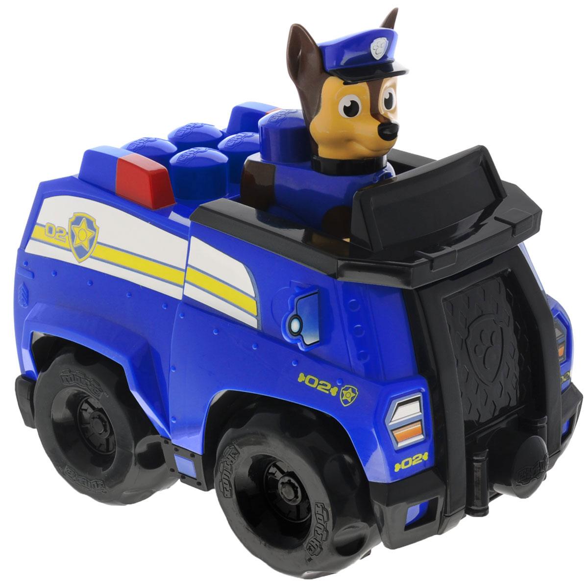 Paw Patrol Конструктор Полицейский патруль Чейза18304Конструктор Paw Patrol Полицейский патруль Чейза непременно порадует вашего малыша. Изготовлен из высококачественного пластика и абсолютно безвреден для малышей. В большую полицейскую машину можно посадить мини-фигурку немецкой овчарки Чейза. У машинки вращаются колеса, а внутрь можно убрать все детали набора. На капоте встроена настоящая лебедка, которая сделает игру еще более интересной и разнообразной. Набор включает в себя: машинку, фигурку Чейза и 9 элементов конструктора. С помощью такой игрушки ваш малыш научится соединять яркие большие кубики и начнет развивать фантазию. Порадуйте своего ребенка таким замечательным подарком!