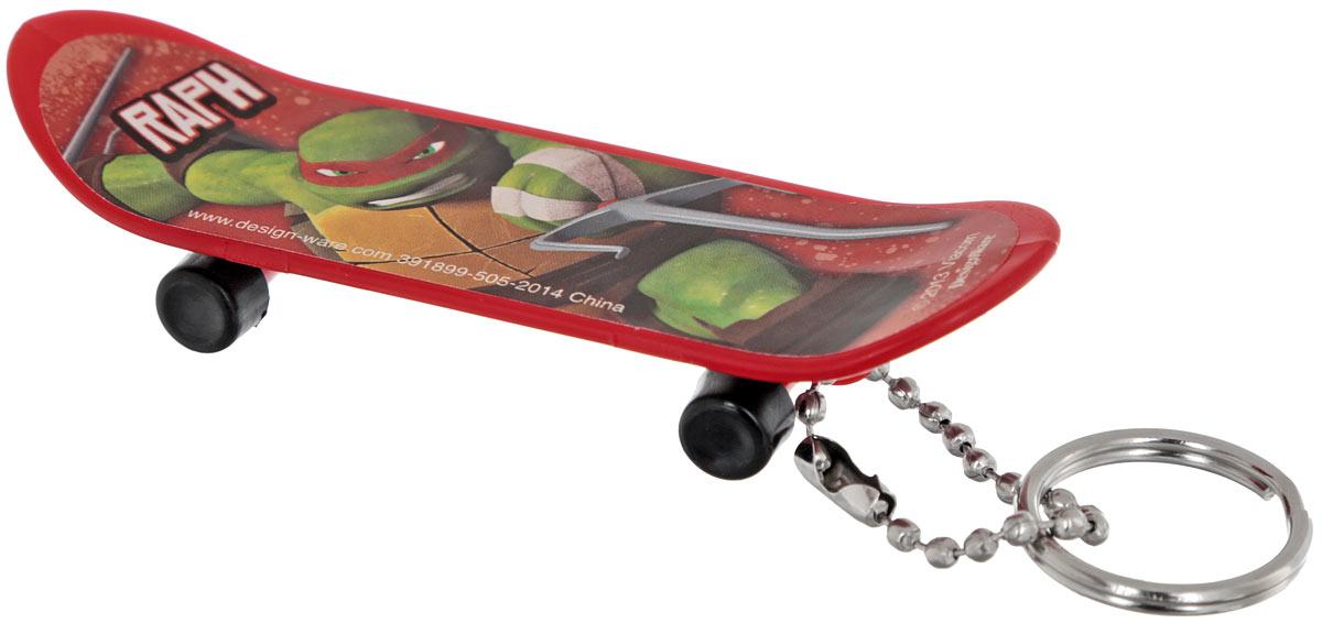 Amscan Брелок Скейтборд Черепашки-Ниндзя Raph1507-0927Брелок Amscan Скейтборд Черепашки-Ниндзя: Raph для рюкзака или ключа станет отличным подарком для всех поклонников Черепашек! Брелок выполнен в форме скейтборда и украшен изображением одного из героев вселенной Черепашек-Ниндзя. Колесики брелока-скейтборда крутятся. Длина брелока: 8 см.