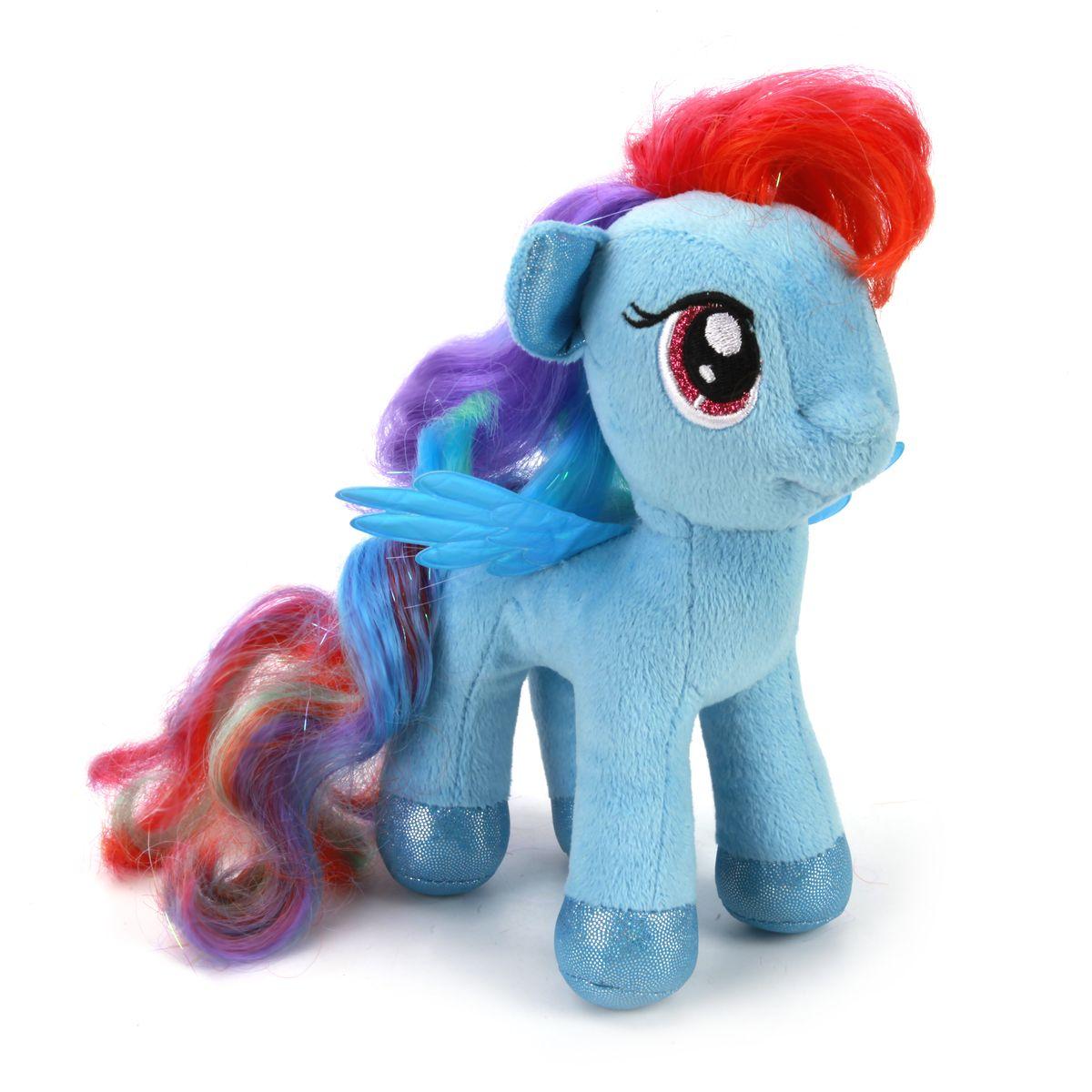 Мульти-Пульти Мягкая игрушка Пони радуга My little ponyV27483/18Мягкая игрушка, изображающая Пони из мультфильма Моя Маленькая Пони, станет незаменимым другом малыша. Ребенок с ним никогда не соскучится, потому что Пони умеет произносить веселые фразы и петь песенки. Игрушка сделана из мягкого и приятного на ощупь материала с наполнителем из синтепона в голубых тонах с разноцветной гривой.