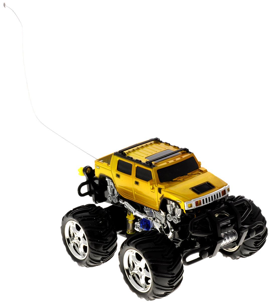 PlaySmart Радиоуправляемая модель Фристайл Dance цвет желтыйР41076Машина на радиоуправлении PlaySmart Фристайл Dance станет отличным подарком для юного любителя автомобильного транспорта. Миниатюрный внедорожник будет изо дня в день радовать ребенка, ведь машина оснащена световыми и звуковыми эффектами, а самое главное, она умеет танцевать! Машинка может подниматься на задние колеса, крутиться волчком и маневрировать на бешеной скорости. 12 функций машинки: вперед, назад, влево, вправо, наклон, вращение, свет колес, цветомузыка, танец, 3 мелодии, сигнал, сирена. Пульт управления работает на частоте 27 MHz. Игрушка работает от сменного аккумулятора (в комплекте). Для работы пульта управления необходима 1 батарейка типа Крона (товар комплектуется демонстрационной).