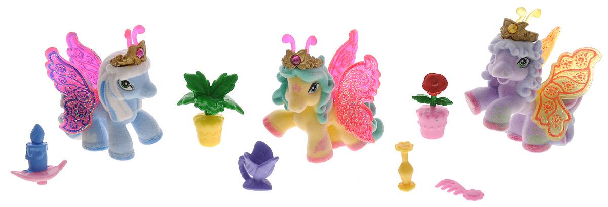 Filly Игровой набор Filly Бабочки с блестками цвет голубой желтый сиреневыйM770139-3850_голубой,желтый,сереневыйИгровой набор Filly Бабочки с блестками придется по вкусу вашей дочурке, ведь все девочки обожают волшебных лошадок Filly! Набор включает в себя 3 фигурки очаровательных крылатых лошадок-бабочек и 6 ярких аксессуаров. Также в набор входят 3 карточки героев. Фигурки выполнены из прочного пластика и покрыта мягким флоком. У лошадки есть яркие полупрозрачные крылья, оформленные множеством сверкающих блесток. На крылышках каждой лошадки-бабочки изображен герб семейства, к которому они принадлежат. Лошадки-бабочки Filly живут в прекрасном саду посреди волшебного леса Папиллия. Помимо крылышек бабочки, от обычных лошадок Филли отличаются также небольшими антеннами и короной со сверкающим кристаллом Swarovski на голове. Ваша дочурка с удовольствием будет играть с этим набором и устраивать настоящие волшебные приключения в мире лошадок-бабочек Filly. Фигурки очаровательных лошадок станут любимыми игрушками вашей малышки и займут достойное место в ее личной коллекции.