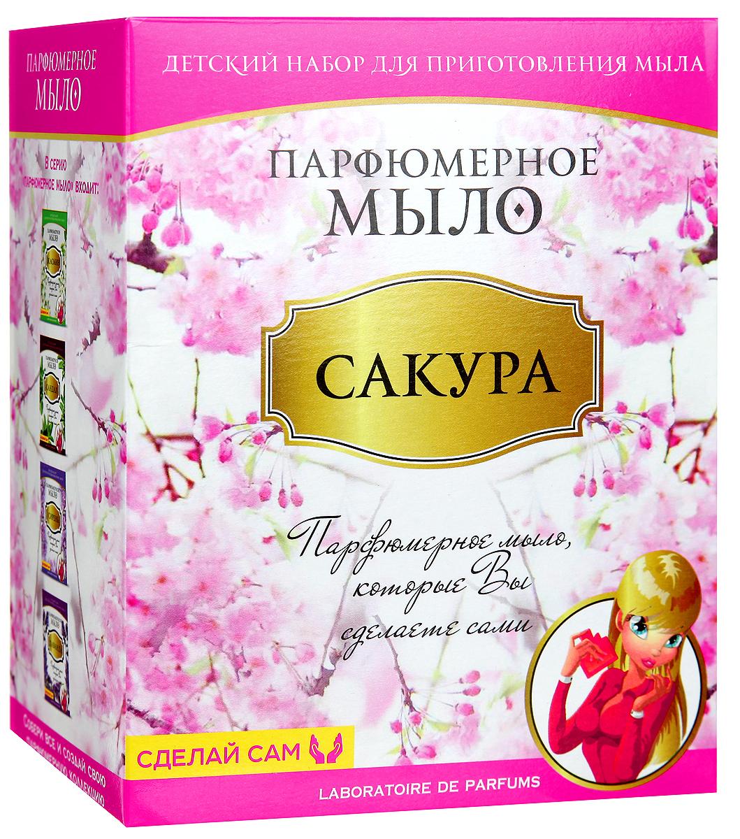 Master IQ Набор для изготовления парфюмерного мыла СакураМ018Парфюмерное мыло - это новый косметический продукт, обладающий сочетанными свойствами мыла и духов. Оно прекрасно очищает кожу и придаёт ей освежающий аромат сакуры. С помощью набора для изготовления парфюмерного мыла Master IQ Сакура ребёнок своими руками сделает прекрасный подарок для мамы и своих подруг. Состав набора: парфюмерное масло сакура; прозрачная мыльная основа 150 г; 2 флакончика натуральных пищевых красителей; 2 формы для мыла; стаканчик; защитные перчатки; 2 палочки для размешивания.