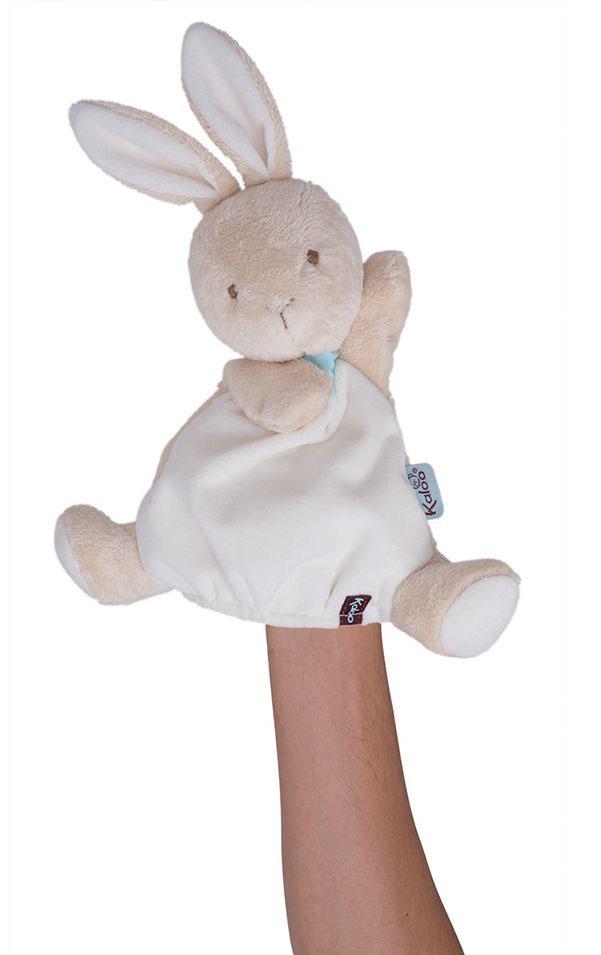 Заяц комфортер, кукла на руку 30 см, коллекция ДрузьяK963135Уникальный аксессуар игрушка-комфортер Заяц от французского производителя высококачественных игрушек для детей Kaloo позволит малышу спокойно и сладко уснуть, и на долгое время станет его постоянным спутником. Особенность игрушки-комфортера состоит в том, что сначала маме необходимо некоторое время подержать игрушку рядом с собой для того, чтобы она впитала материнский запах. После чего игрушку можно дать и малышу. Младенцу будет очень комфортно засыпать с такой игрушкой, она позволит ему быстро успокоиться и сладко заснуть. Со временем комфортер станет не просто игрушкой для сна, но и любимым защитником от плохих сновидений и детских страхов. Игрушку приятно держать в руках и прижимать к себе. Зайчик одновременно является также игрушкой на руку, что позволит родителям придумать и разыграть множество увлекательных историй. Это порадует малыша, и позволит ему быстрее заснуть.