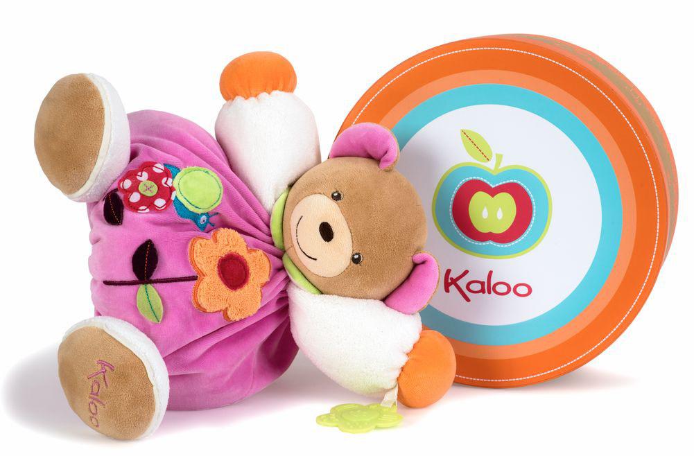 Kaloo Мягкая игрушка Мишка 30 смK963200Великолепный мягкий медвежонок светло-розового цвета Kaloo привлечет внимание малыша и надолго станет его постоянным спутником и любимой игрушкой. Медвежонок изготовлен из нескольких видов ткани, что прекрасно будет развивать тактильные ощущения малыша. Игрушка выполнена из качественных и безопасных для здоровья детей материалов, которые не вызывают аллергии, приятны на ощупь и доставляют большое удовольствие во время игр. Внутри игрушки есть погремушка, которая успокоит малыша и привлечет его внимание. Игрушку приятно держать в руках, прижимать к себе и придумывать разнообразные игры. Игры с мягкими игрушками развивают тактильную чувствительность и сенсорное восприятие.