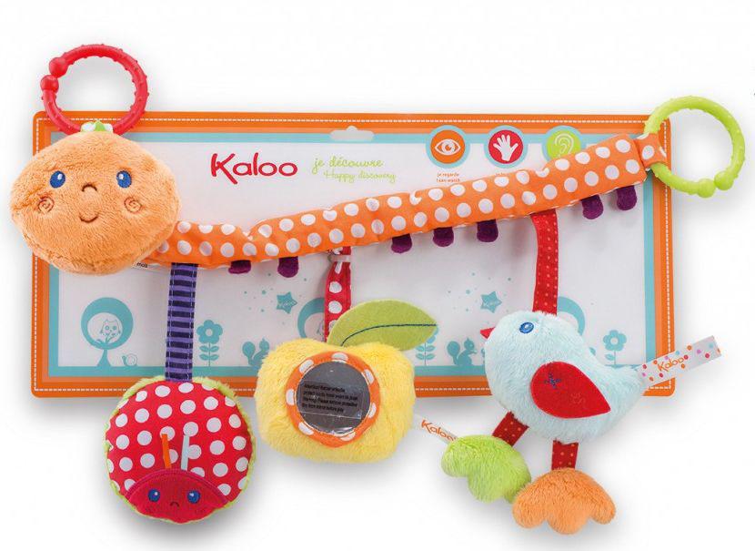Развивающая игрушка в коляску ГусеницаK963330Увлекательная развивающая игрушка в коляску Гусеница от французского производителя высококачественных игрушек для детей Kaloo станет прекрасной познавательной игрушкой для самых маленьких, которую всегда можно взять с собой на прогулку. Игрушка представляет собой вытянутую гусеничку с тремя расположенными на ней игрушками: яблочко, птичка и божья коровка. Внутри игрушек есть погремушки, на яблочке - безопасное зеркальце. Таким образом, игрушка представляет собой целый комплекс развивающих элементов, которые увлекут ребенка. Игрушка легко подвешивается к коляске с помощью колечек.