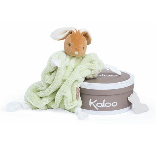 Заяц комфортер зеленый, коллекция ПлюмK969551Уникальный аксессуар игрушка-комфортер Заяц от французского производителя высококачественных игрушек для детей Kaloo позволит малышу спокойно и сладко уснуть, и на долгое время станет его постоянным спутником. Особенность игрушки-комфортера состоит в том, что сначала маме необходимо некоторое время подержать игрушку рядом с собой для того, чтобы она впитала материнский запах. После чего игрушку можно дать и малышу. Младенцу будет очень комфортно засыпать с такой игрушкой, она позволит ему быстро успокоиться и сладко заснуть. Со временем комфортер станет не просто игрушкой для сна, но и любимым защитником от плохих сновидений и детских страхов. Игрушку приятно держать в руках и прижимать к себе.