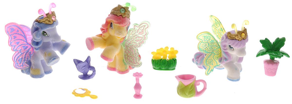 Filly Игровой набор Filly Бабочки с блестками цвет голубой желтый белыйM770139-3850_голубой, желтый, белыйИгровой набор Filly Бабочки с блестками придется по вкусу вашей дочурке, ведь все девочки обожают волшебных лошадок Filly! Набор включает в себя 3 фигурки очаровательных крылатых лошадок-бабочек и 6 ярких аксессуаров. Также в набор входят 3 карточки героев. Фигурки выполнены из прочного пластика и покрыта мягким флоком. У лошадки есть яркие полупрозрачные крылья, оформленные множеством сверкающих блесток. На крылышках каждой лошадки-бабочки изображен герб семейства, к которому они принадлежат. Лошадки-бабочки Filly живут в прекрасном саду посреди волшебного леса Папиллия. Помимо крылышек бабочки, от обычных лошадок Филли отличаются также небольшими антеннами и короной со сверкающим кристаллом Swarovski на голове. Ваша дочурка с удовольствием будет играть с этим набором и устраивать настоящие волшебные приключения в мире лошадок-бабочек Filly. Фигурки очаровательных лошадок станут любимыми игрушками вашей малышки и займут достойное место в ее личной коллекции.