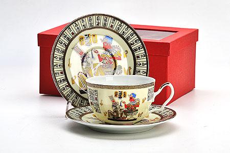20990 LR Чайная пара 4пр ЕГИПЕТ кост/фарф (х24)20990Чайный набор на 2 персоны Египет 4 предмета: - чашка (2 шт) D9,5х5,5 см - блюдце (2 шт) D15 см Материал: костяной фарфор Размер упаковки: 22,5х16х10 см Вес: Чайный набор Египет, выполненный из высококачественного фарфора, состоит из чашки и блюдца. Изделия декорированы изображением древнеегипетской живописи. Элегантный дизайн и совершенные формы предметов набора привлекут к себе внимание и украсят интерьер вашей кухни. Чайный набор идеально подойдет для сервировки стола и станет отличным подарком к любому празднику. Чайный набор упакован в подарочную коробку.