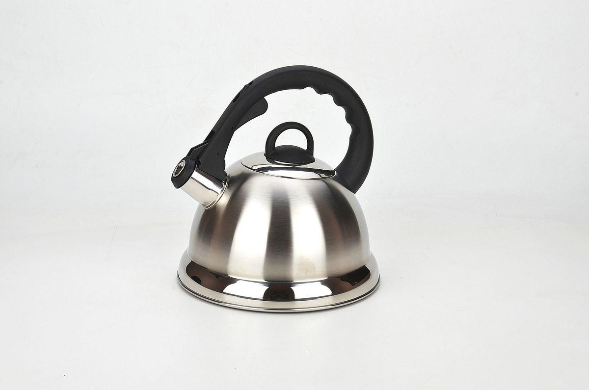 21636 Чайник мет MB 2,8л плас/руч со свис МВ (х12)21636Чайник со свистком металлический (2,8 л) Материал: нержавеющая сталь, пластик, капсульное дно Размер упаковки: 22х22,5х23,5 см Объем: 2,8 л Вес: Чайник выполнен из высококачественной нержавеющей стали 18/10. Капсулированное дно с прослойкой из алюминия обеспечивает наилучшее распределение тепла. Носик чайника оснащен насадкой-свистком, что позволит вам контролировать процесс подогрева или кипячения воды. Фиксированная пластиковая ручка дает дополнительное удобство при разлитии напитка, поверхность чайника гладкая, что облегчает уход за ним. Чайник подходит для использования на всех типах плит. Эстетичный и функциональный, с эксклюзивным дизайном, чайник будет оригинально смотреться в любом интерьере. Также изделие можно мыть в посудомоечной машине.
