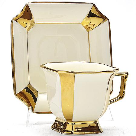 21902 Чашка 240мл + блюдце в под/уп.МВ (х24)(х34)21902Чайная пара в под.упаковке чашка+блюдце материал:фарфор золотой рисунок размер упаковки:15х15х9см