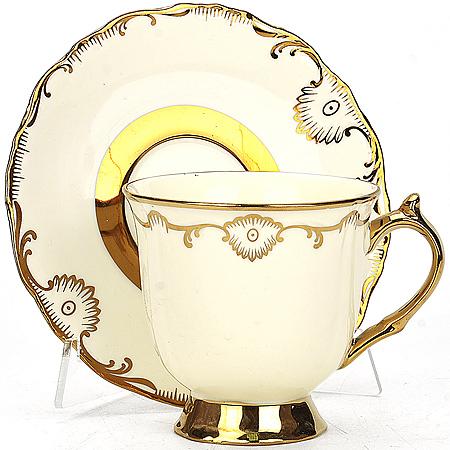 21904 Чашка 250мл + блюдце в под/уп.МВ (х24)(х28)21904Чайная пара в под. упаковке чашка+блюдце материал:фарфор золотой рисунок размер упаковки:15х15х9,5см